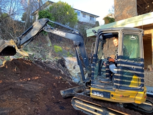 Donnie from Thistle Construction working an excavator in Victoria BC