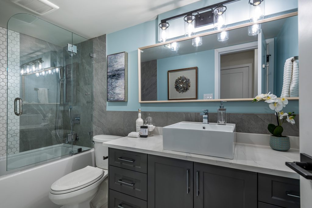 condominium bathroom after Thistle Construction has completed a renovation