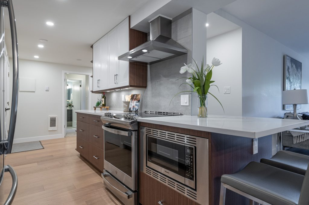 Condo kitchen after Thistle Construction has renovated it in Victoria BC
